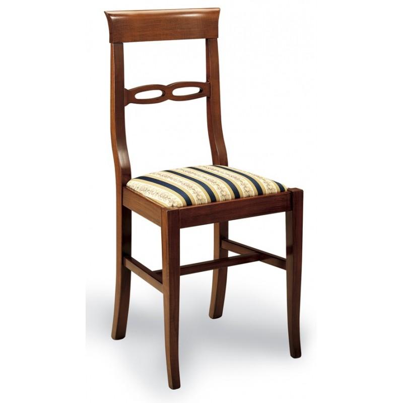 Drevená stolička do reštaurácie